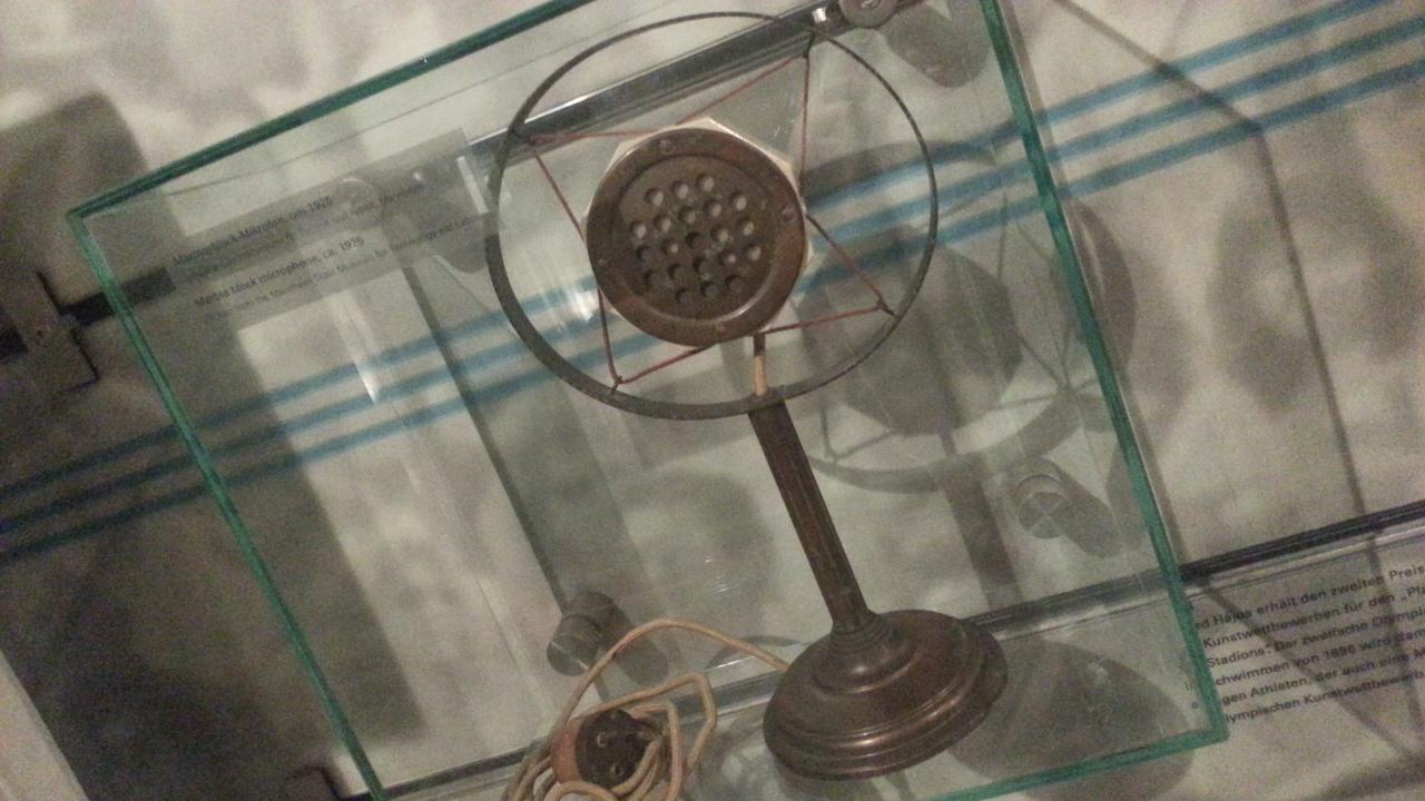 stari predmeti mikrofon za komentiranje