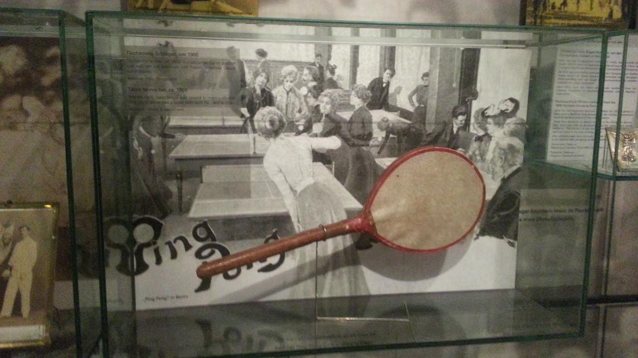 stari predmeti ping pong reket